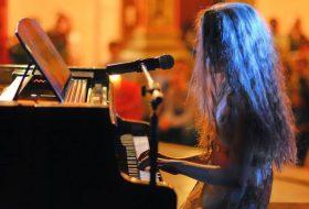 Свиренето на музикален инструмент – интелектуалните ползи за децата